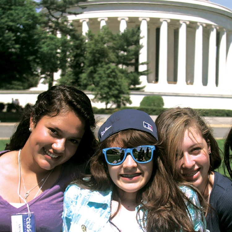 DC Jefferson memorial students